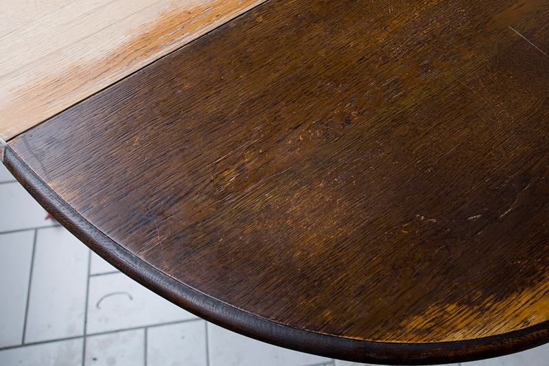 tisch restaurieren alten anstrich entfernen. Black Bedroom Furniture Sets. Home Design Ideas